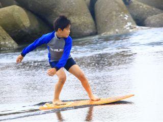 """波打ち際をスピーディーに滑る、新感覚のマリンスポーツ""""スキムボード""""で夏を思いっきり楽しもう!"""