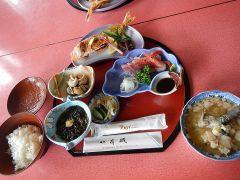 昼食には、旅館「有磯」の美味しいタラ汁御膳をおめしあがりください。