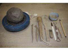 猫作りに使う粘土(2kg)と道具です。
