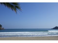 日本渚百選の弓ヶ浜にて、ほとんど貸し切り状態でサーフィンできます!
