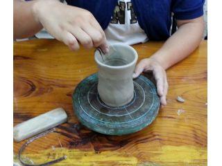 【陶芸体験★名駅4分】手ろくろで「作品を作る+模様描き+色塗り」までできる欲張り体験!手ろくろをぐるぐる回せます!オリジナル湯呑みや茶碗を作ろう