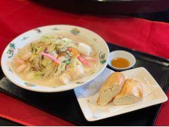 極旨★海鮮豆乳ちゃんぽんセット。銀糸巻という中華パンをスープに浸して食べると美味!