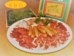お肉セット(カルビ、牛ハラミ、牛肩ロース、鶏もも、豚トロ、ウインナー)写真は3人前です☆