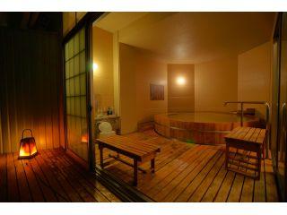 カップル、小さなお子様連れのファミリー層にオススメ。日本最大級の高野槇でできた樽風呂