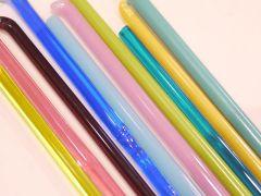 たくさんの色ガラス棒の中から好きな色を選べます。
