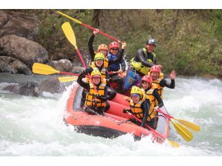 4月から6月は、雪解け水とダムからの放流で激流ラフティングが楽しめる!!