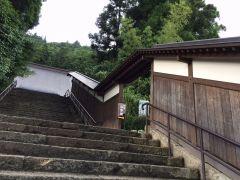 石段を登ると右手にあらわれます(階段下から41段!^^)