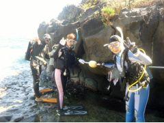 これから海に潜ってきま~~す。どんな魚会えるかな。ドキドキ・・・