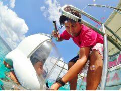 船上スタッフが専用ヘルメットをかぶせてくれ、いよいよスタート!