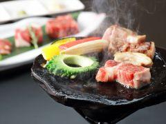 薩摩の三大黒肉を桜島の溶岩プレートでじっくり焼き上げてください