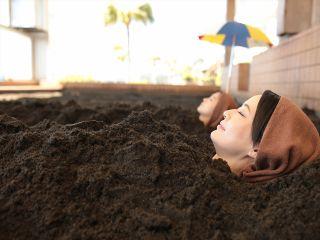 あたたい砂に包まれて、指宿名物「砂むし温泉」で癒しのひと時を
