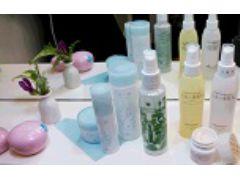 店内では、熊本の温泉水や無農薬で作られたへちまを使った化粧品など自由に使えます。