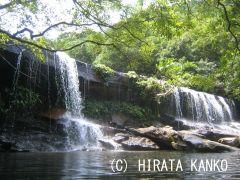 美しいサンガラの滝に到着!滝のそばでゆっくり休憩&昼食タイムをお楽しみください。