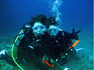 体験ダイビングツアー参加者には1組に1台水中レジカメレンタルサービス♪水中での記念写真もプレゼント!