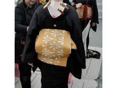 着付け◆芸妓さんは粋な角だしの結び方で。もちろん長ーーい帯を本格的に結びます。