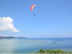 青い空と青い海を空中散歩!