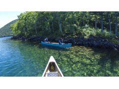 然別湖は、夏の透明度が最大で19.5m!澄んだ翡翠色の湖はとってもきれいです。