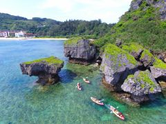 断崖絶壁(だんがいぜっぺき)の海岸線を冒険的に漕いでいきまよ!