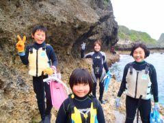 海沿いの岩場を冒険的にアプローチ!