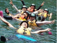水質日本一にも輝いた吉野川でぷかぷか浮かぶだけでも日常にはない爽快感と解放感が味わえます