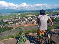 天気が良ければ十勝岳連峰も町もくっりき!高台を上るのも電動アシストで楽々!