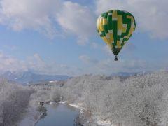気球の中は驚くほど静か。上空は意外と温かいです。
