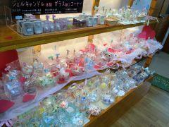 お好みでガラス小物【お魚・アニマル・きらきらアイテム・etc..1個(¥22~702)】も販売しております。お気軽にスタッフにお尋ねください。