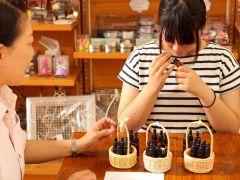 24種類の中から8~10種類でブレンド!嗅覚を研ぎ澄まして好きな香りを選んでみよう♪