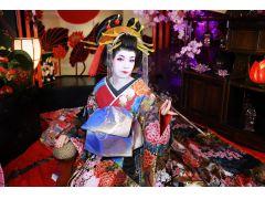 白塗りのお化粧でさらに本格的な古典スタイルをご体験(+税別3000円)
