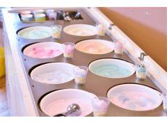 まずはアイスクリーム選び☆思わず食べたくなるほどリアルな質感です!