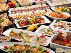 肉魚やお料理にデザートなど約20~25種類のお料理が並びます。