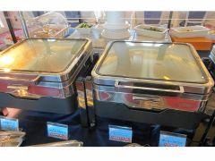 感染防止対策として、お料理台回りに飛沫防止シートを設置し、お料理は蓋付什器でご提供いたします。