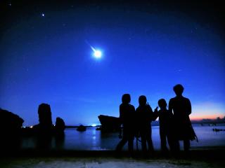神秘的な夜の冒険へ出発しよう!
