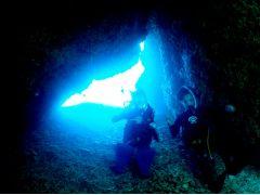 国立公園ケラマ諸島光の洞窟!人の少ない手つかずの場所で神秘の世界をお楽しみ頂けます。※風や波の向きによりご案内が出来ない場合がございます。