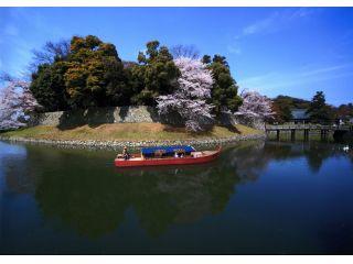 春には桜満開の内堀をゆっくり進みます☆★