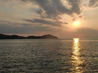 船上から見える夕日