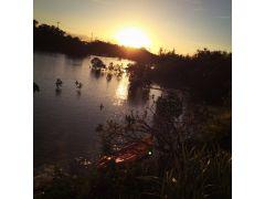 お店の前の入り江からも沈む大きくキレイな夕陽がご覧いただけます♪