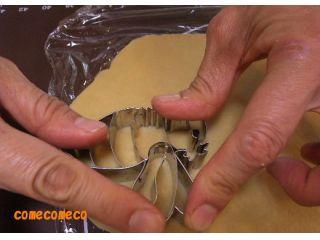 お好きな抜き型を選んでクッキー生地を型抜きしましょう!