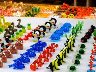 トッピングは1,000種以上!どんな世界を作り出すか思い描きながら、お好みのパーツを選びます♪