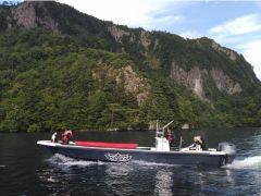 ボートにカヌーを積んで遥か遠い特別保護区へ!