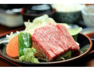 人気の飛騨牛ロース定食!!わさび醤油でお召し上がり下さいませ!!