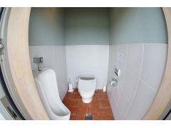 小便器セパレートできれいな男子トイレ