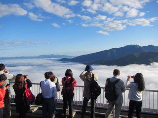 黒岳五合目駅舎展望台から見る大雲海。初夏から秋の早朝に発生する自然現象です。