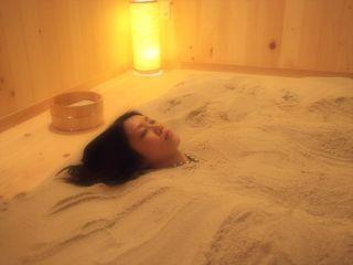 砂塩風呂ご利用の流れをお写真にてご紹介致します。お写真を右にスクロールしてみて下さい。
