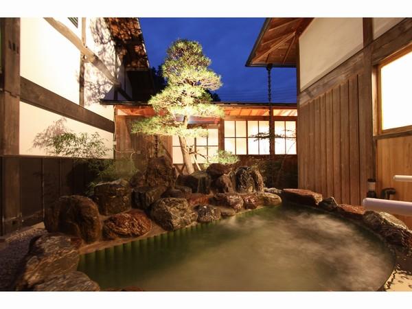 豪華な客室露天風呂《特別室 客室露天一例》