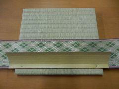 本物の畳の工程で作ります!でも畳糸の代わりに丸釘をトントンするので楽しいよ♪
