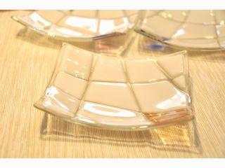 色ガラスがワンポイントの『白いお皿』2*ガラスフュージング体験*プレゼントに人気♪