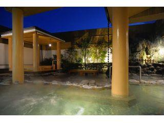 開放的な雰囲気の屋上露天風呂、良質な温泉をゆっくりと満喫してください。