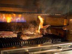グリル窯で焼いた牛肉はふっくらジューシー