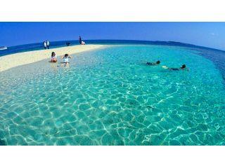 真っ白なサンゴのカケラのバラス島